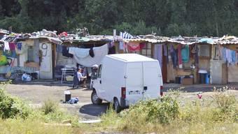 Roma-Siedlung an einer Strasse nahe Paris (Symbolbild)