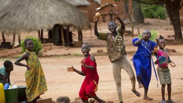 Kinder in Zentralafrika werden zunehmend als Kindersoldaten eingesetzt (Symbolbild)