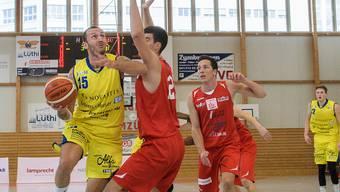 Die Starwings verloren gegen den Spitzenklub Union Neuchâtel unglücklich mit 81:87 (37:40)