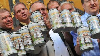 Der Preis für eine Mass Bier überschreitet dieses Jahr wohl die Elf-Euro-Marke. (Archiv)