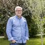 Vor dem Pfarrhaus in Niederglatt steht ein Olivenbäumchen, das Pfarrer Richard Mauersberger stets an die Jugendarbeit im Limmattal erinnert.