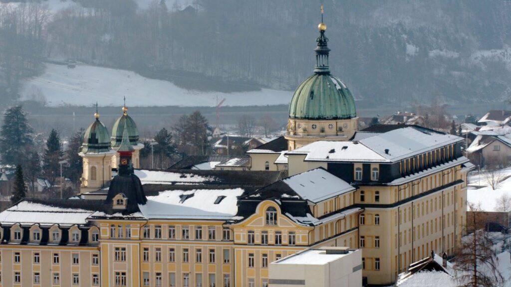 Schwyzer Kantonsregierung will Schulgeld nicht abschaffen