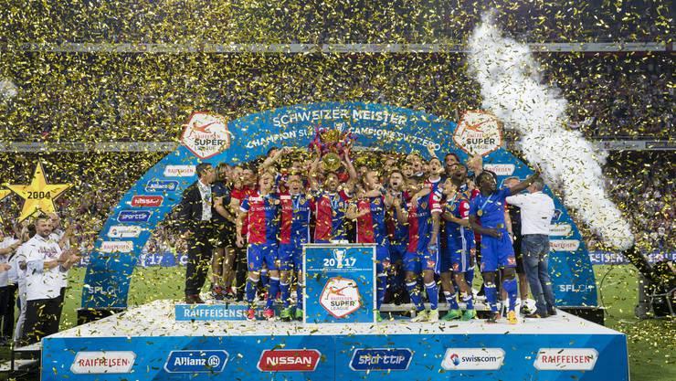 Die Pokalübergabe: Basel feiert den achten Meistertitel in Serie.