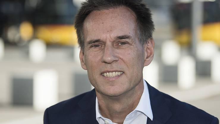 Postauto-Chef Christian Plüss will mit dem Einsatz von alternativen Antrieben mehr für den Klimaschutz tun. Bezahlen müssten dies Bund und Kantone. (Archivbild)