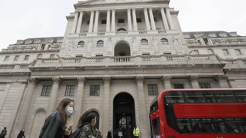 Londoner Notenbank hält trotz steigender Inflation Zinsen niedrig