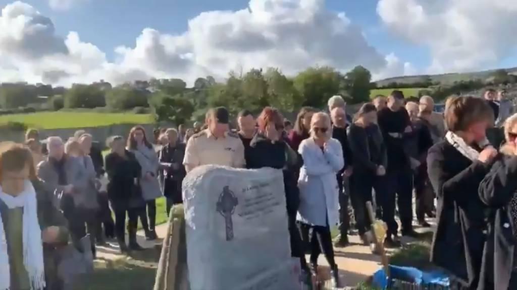 Toter sorgt auf eigener Beerdigung für Gelächter