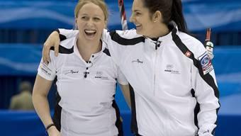 Die Schweizer Führungsspielerinnen Irene Schori (links) und Binia Feltscher dürfen die gute Laune behalten
