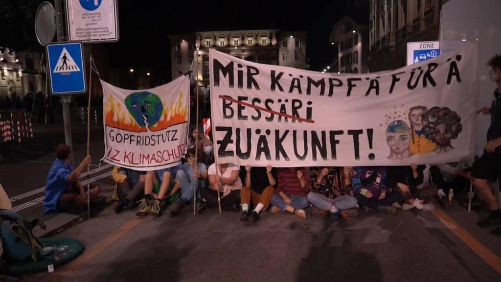 Klimaaktivisten besetzen den Bundesplatz