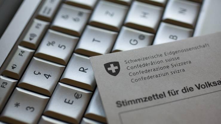 Die meisten Schweizer Stimmberechtigten stimmen brieflich ab. Das könnte sich mit dem elektronischen Abstimmen ändern.