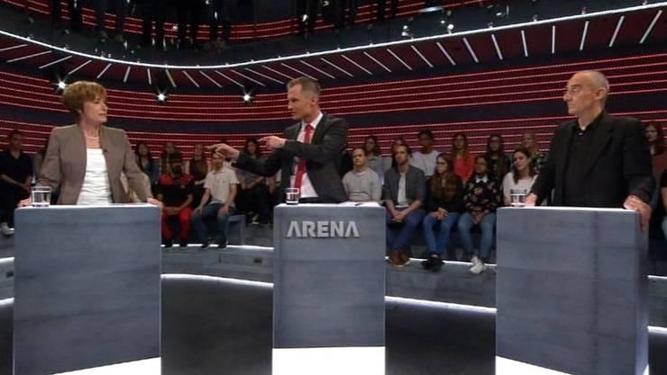 Jonas Projer vermittelt zwischen Ruth Humbel (CVP) und Comedian Patrick Frey.