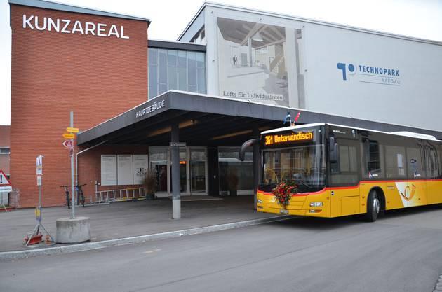 Der Bus hält beim Kunzareal