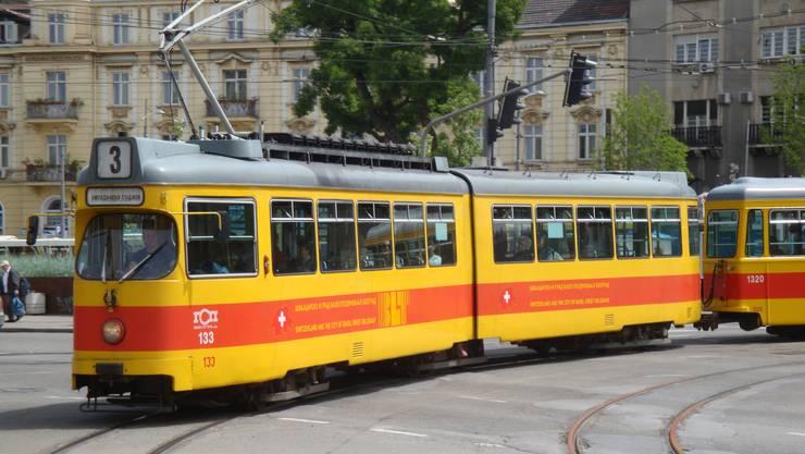 Eine der drei ausrangierten Düwag-Triebwagen, welche die BLT den Belgrader Verkehrsgesellschaften vergangenes Jahr schenkte.