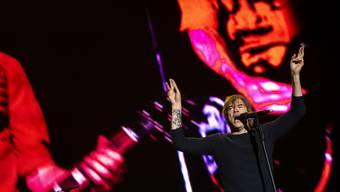 Die Toten Hosen lassen ihre Gitarrenverstärker zu Hause und bringen dafür 16 weitere Musiker mit, wenn sie im kommenden Sommer im Hallenstadion und in Avenches auf die Bühne steigen werden. (Archivbild)