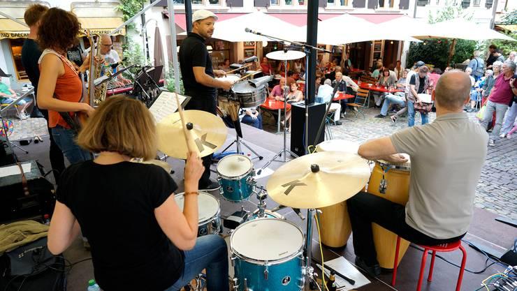 So sah es vor drei Jahren aus: Am Andreasplatz spielen die «Latin Vibes»