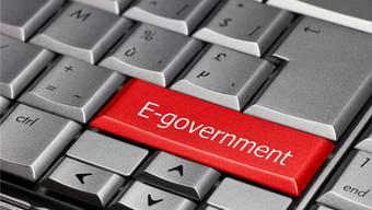 Mit E-Government-Angeboten sollen Wirtschaft und Bevölkerung behördliche Leistungen und Meldepflichten einfach und effizient über das Internet abwickeln können. (Symbolbild)