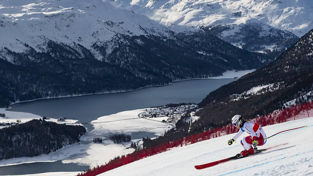Joana Hählen im Dezember 2019 beim Weltcup-Super-G in St. Moritz in voller Fahrt