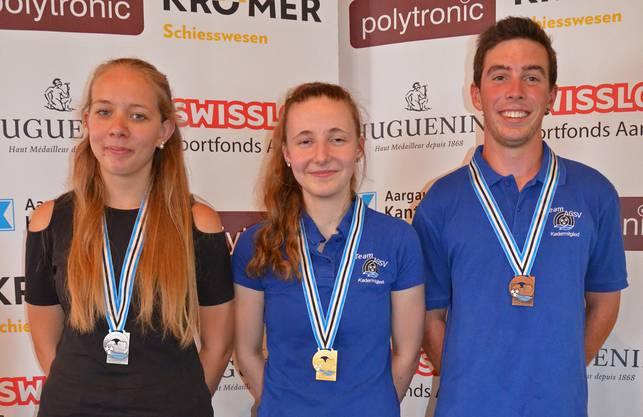 Das U21-Podest im Dreistellungsfinal: (von links) Jasmin Jacquat (2.), Vanessa Zürcher (1.) und Patrick Gütiger (3.).
