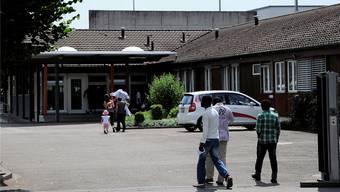 Empfang zu Bürozeiten, doch nachts gibt es keinen Einlass: Flüchtlinge im Empfangszentrum Basel.