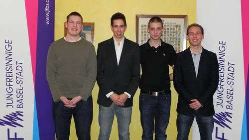 Die Nationalratskandidaten der Jungfreisinnigen (v.l.): Levent Morandini, Mirko Zuber, Nicolas Lüdin und Carol Baltermia. Es fehlt: Samuel Lanz
