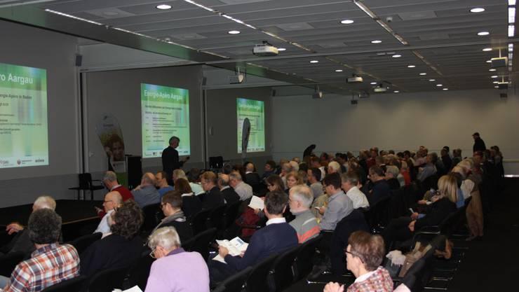 Martin Sennhauser durfte an die 170 Gäste zu den Referaten von Merja Hoppe und Niklaus Giger zum Thema Mobilität und Gesellschaft begrüssen.