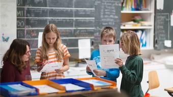 Weniger Wörtli- und Grammatikbüffeln: Die Kinder sollen Fremdsprachen spielerischer erlernen. Doch das ist heftig umstritten.Gaetan Bally/Keystone