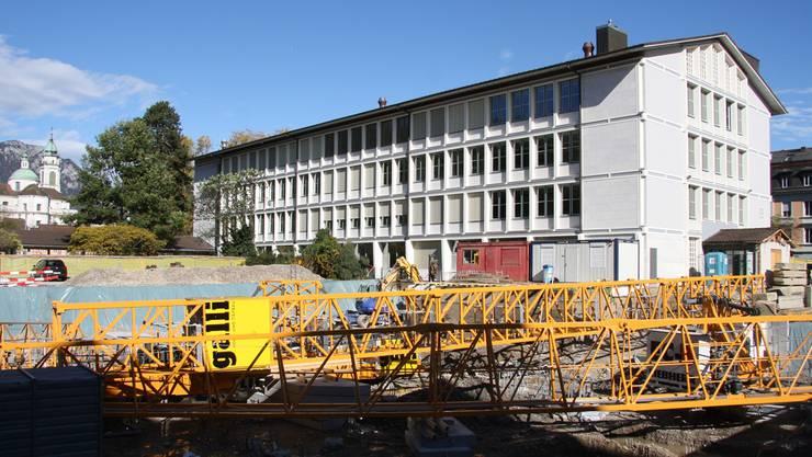 Warten auf den Wiederaufbau auf neuem Fundament.