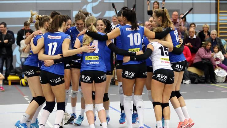 Jubel bei den Spielerinnen von Sm'Aesch Pfeffingen nach dem Einzug in den Cup-Halbfinal.