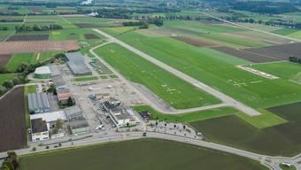 Die Grenchner SVP verlangt von der Stadt Aufschluss darüber, was seitens der Stadt für die Schliessung der Sicherheitslücken am Flughafen unternommen werden kann. (Archiv)
