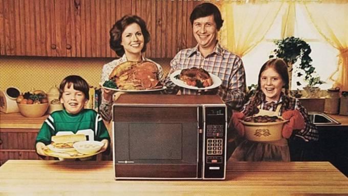 Erst Mitte der 1960er- und in den 1970er-Jahre konnte sich die breite Bevölkerung eine Mikrowelle leisten.