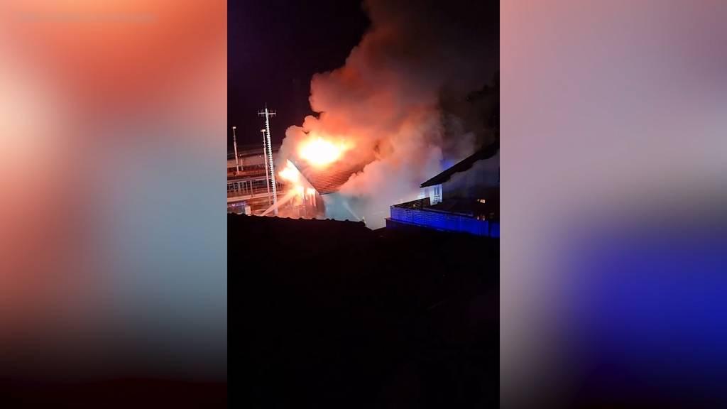 Schiers (GR): Güterschuppen und Bahnhofsgebäude in Brand geraten