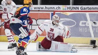 Das Siegtor im Zürcher Hallenstadion: Roman Wick, Mitte trifft gegen Lausanne zum 2:1