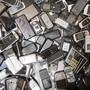Garantiefragen bei kaputten Handys ärgern die meisten Konsumentinnen und Konsumenten. (Symbolbild)