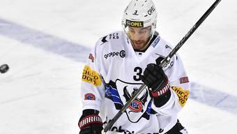 Benjamin Chavaillaz, die Nummer 3 von Gottéron, schoss mit seinem dritten Saisontor den HC Fribourg-Gottéron in Davos in Richtung Sieg