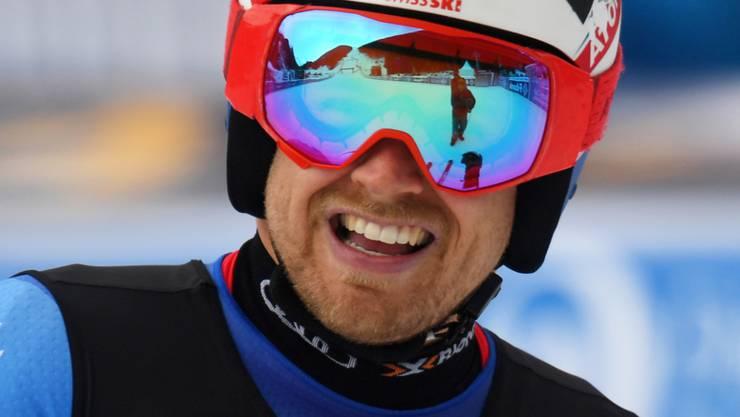 Mauro Caviezel freut sich in Bansko über seine Bestzeit im Super-G der Kombination