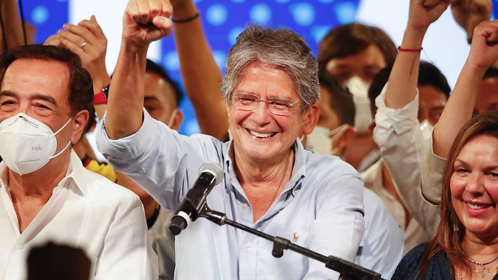 Guillermo Lasso spricht nach der Stichwahl zu seinen Anhängern. Foto: Angel Dejesus/AP/dpa