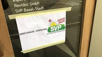 Aktivisten sind ins Parteisekretariat der SVP eingedrungen.