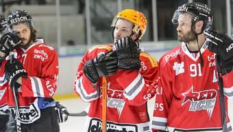 Hängende Köpfe bei den Spielern von Red Ice Martigny: Den Wallisern gelingt der Umschwung nach der Trainerentlassung nicht auf Anhieb