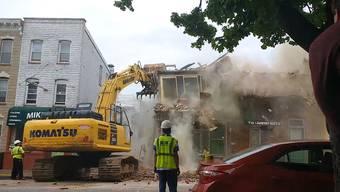 Nachbar Gary Trakhman filmte den Abriss von Haus Nr. 212 – und den Einsturz von Nr. 214.