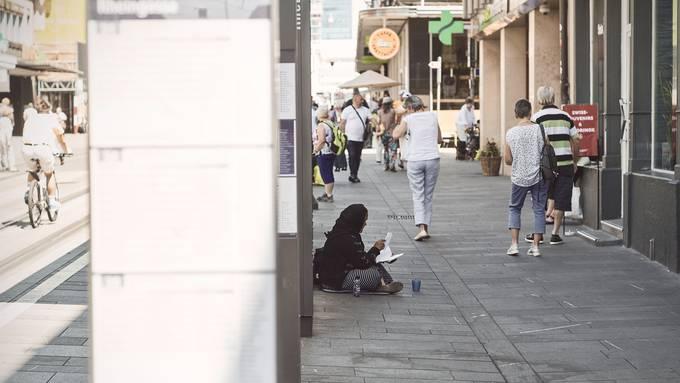 Bettelnde Personen sind in der Innenstadt zurzeit wieder präsenter.