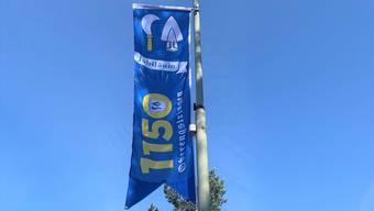Die Gemeinde Oberengstringen zeigt Flagge und schmückt ab Freitag, 7. Mai die Strassen in Oberengstringen mit ihren neuen Kandelaberfahnen.