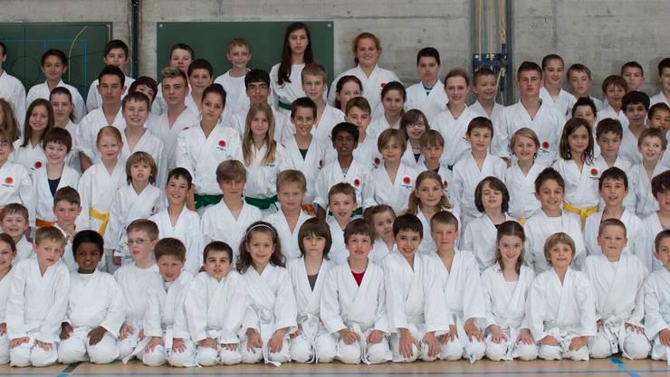 5 - 12jährige Karate-Kids der Kampfsportschule Aarau