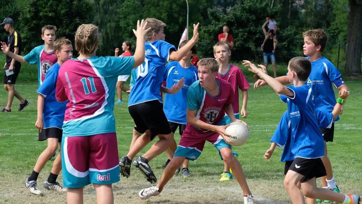 U14 Knaben: Die Jugi Lü-Ne bei ihrem letzten Spiel gegen die Jugi Nunningen 2 (blau)