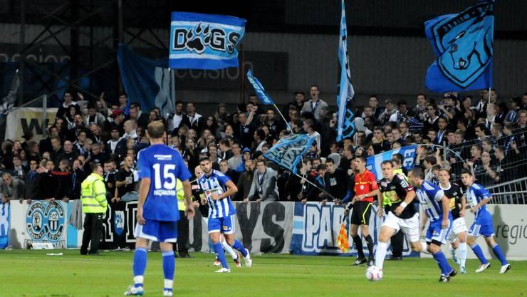 Die Black Stars empfangen den FC Zürich. Dessen Fans machen häufig Probleme (Bild: FCZ-Fans beim Cupspiel 2011 gegen Grenchen).