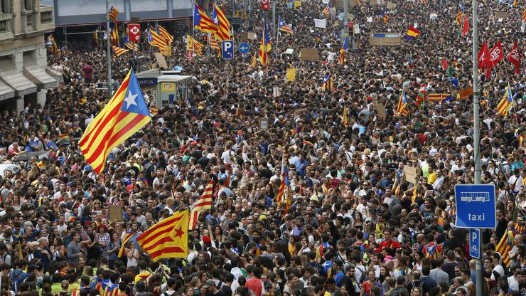 In Barcelona demonstrierten 300'000 Menschen gegen Polizeigewalt.