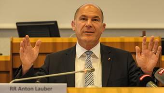 Finanzdirektor Anton Lauber droht eine unangenehme Präsentation der Staatsrechnung 2015.
