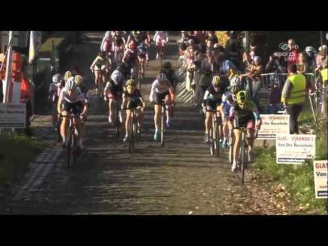Van den Driessche fährt der Konkurrenz auf und davon.