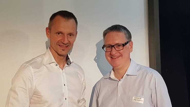 Gut gelaunt: Daniel Kalt, Chefökonom der UBS, hielt ein Referat. Hier im Bild mit Roger Bachmann, Stadtpräsident von Dietikon.
