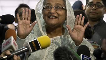 Die amtierende Regierungschefin Sheikh Hasina erklärt sich schon mal als Siegerin.
