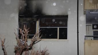 Die Rauchentwicklung des Brandfalls richtete einen grossen Sachschaden an (Bild: Brand in Wohnung in Villmergen, Kanton Aargau, Symbolbild)