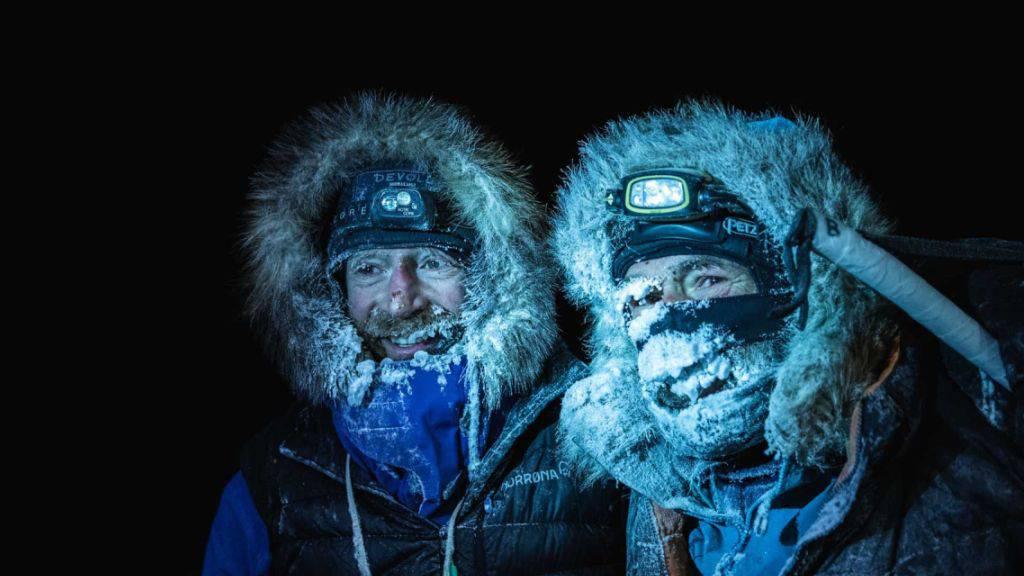 Extremsportler überqueren Nordpolarmeer auf Skiern